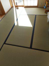 この機会に畳の表替えをしました。 新しい畳は肌触りも香りもいいですね。 今後は裏返しすることでキレイに保ちやすくなりますよ!