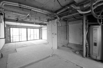 床・壁・天井を撤去してスケルトン状態にしてからリノベーションしました