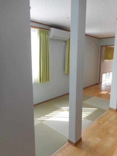 リビングの横にある畳コーナー。ごろ寝するには、畳が一番ですよね。
