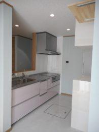 システムキッチン:TOTOミッチ。食洗機も付け、お片付けのお手伝い。乾燥機付きなので、衛生面にも良いです。
