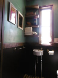 リクシルの洗面器にこだわりのゴールドヴィンテージ風水栓。これだけで、雰囲気が全然ちがう!!
