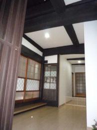 骨組となる柱や梁は丁寧に洗い、塗装で保護をし、みごとによみがえりました。