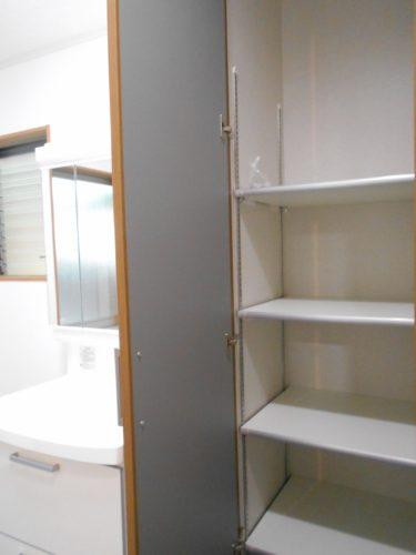 洗面脱衣室にもたっぷり収納を設けました