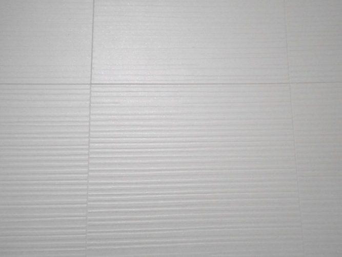 水廻りの壁や天井には湿気を吸収してくれるダイケンのボードを使用
