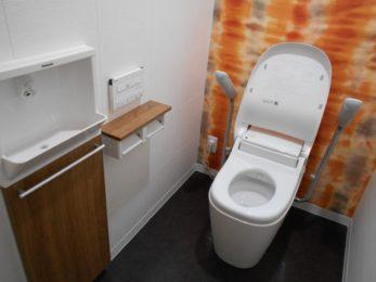 トイレは手洗い器などを埋め込み式にし、ゆったりとした広さを確保