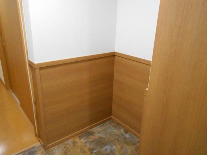 廊下の空いたスペースは収納に。