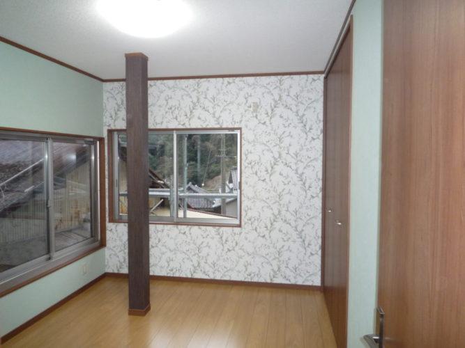2階は娘様の部屋。緑と柄のクロスが合っています。