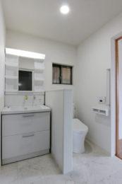 洗面所・脱衣所・トイレを1室にまとめ、将来車椅子が必要になったとしても使いやすい間取りに。
