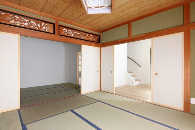和室は元の姿を残しながら面積を縮小して襖や畳をお色直ししました