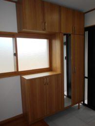 玄関収納を付けました。収納量が多いので玄関がスッキリしますね!