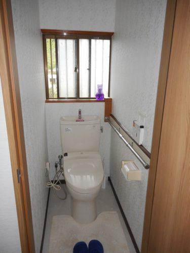 トイレの天井・壁・クッションフロアを変えました。雰囲気が明るくなっていいですね♪