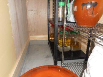 土間の保管庫には手作り梅酒!